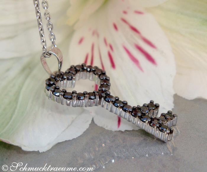 Cute black diamond key pendant juwelier schmucktraeume 27 black diamonds 056 cts mozeypictures Images